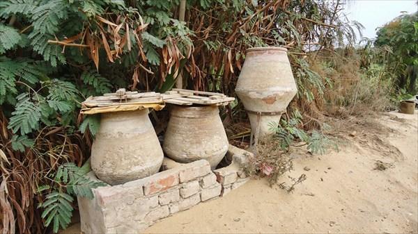 Придорожные кувшины с питьевой водой