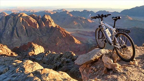 Велик впервые на пике горы Синай