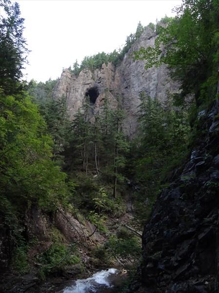 Красивая пещерка