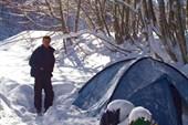 Дима вылез из палатки