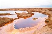Озеро сырой нефти в пустыне Данакиль