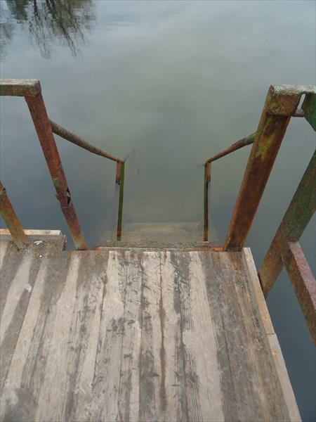 Ржавый спуск в воду