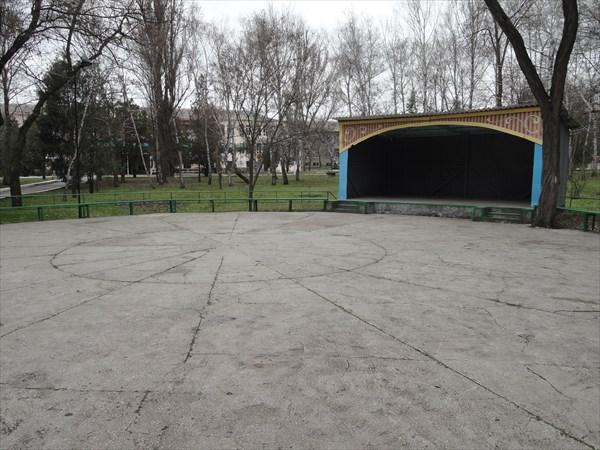 Танцплощадка в курортном парке