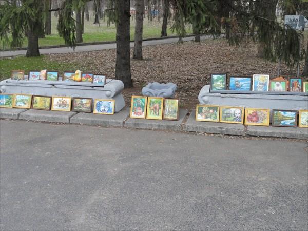 Единственный на весь курорт художник продает свои картины