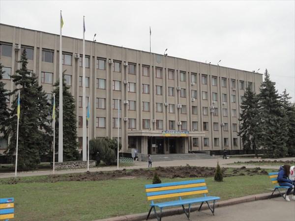 Здание горсовета на главной площади