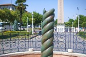 Snake_column