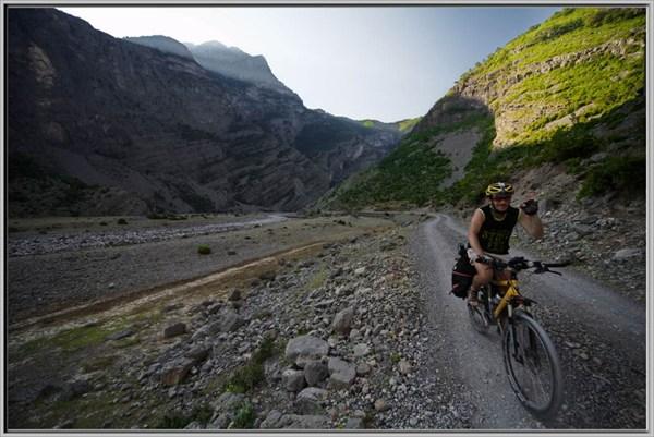 Долина горной речки, высота около 1000 м