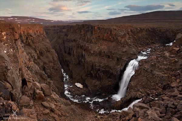 Каньон в верховьях реки Хикикаль. Плато Путорана.