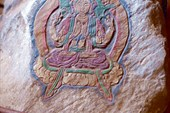 На мани-стенах высечены тибетские божества и бодхисатвы
