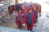 послушники монастыря – мальчишки-подростки