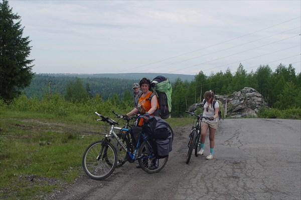 Дорога на водоразделе перед спуском в Геологов