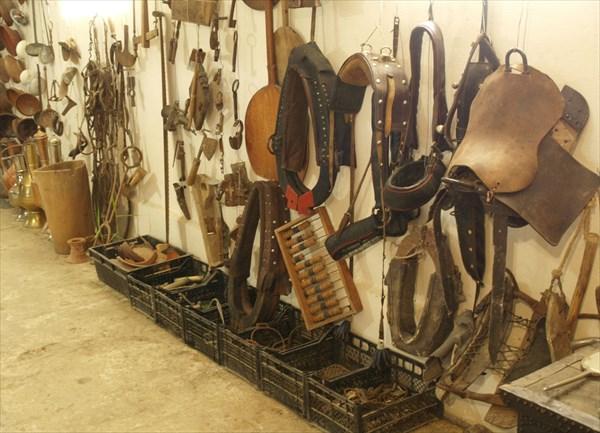 Инструменты, хозяйственные приспособления, упряжь