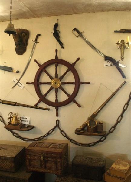 Огнестрельное оружие, морская атрибутика