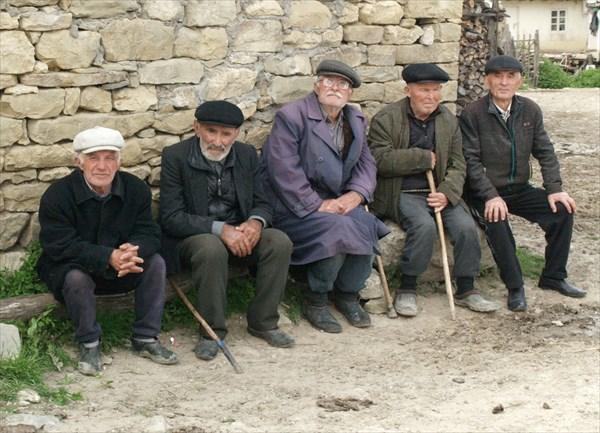 Старики на посиделках - 1
