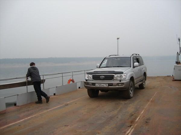 На переправе через реку Лена