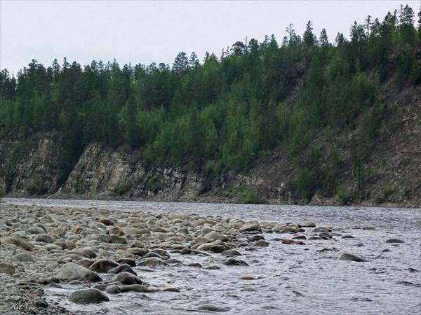 Берега перед посёлком Олёкма