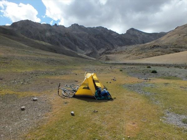 Ночевка между перевалами на высоте 4700 м.