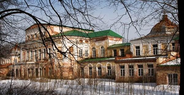2014-03-22 Усадьба Михайловское. Парадный вход и флигель