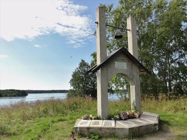 Памятник затопленному селу Подужемье