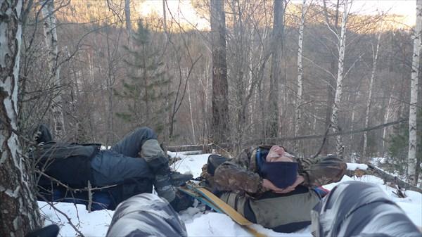 Отдыхая на рюкзаках