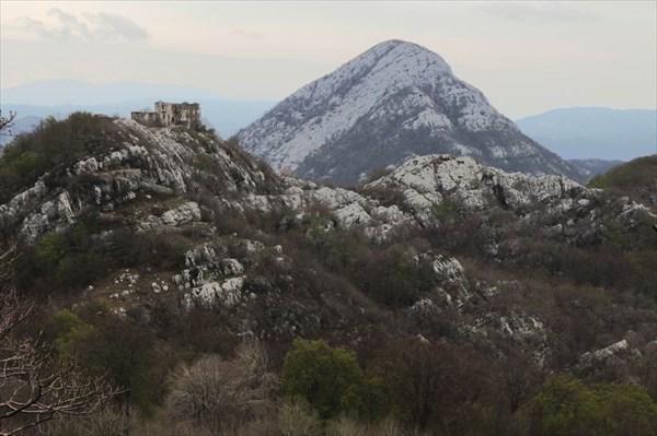 Крепость Ком и вершина Вели Врх