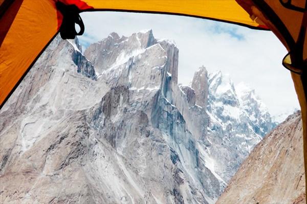 Палатка с видом на Транго Тауэр на высоте 4100м