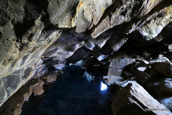Пещера у озера Myvatn