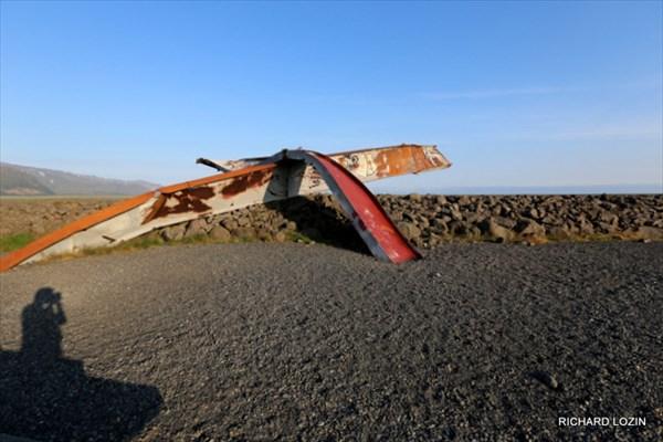 Памятник разрушенному селем мосту