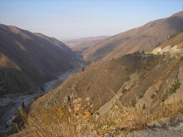 Река Иссык в Иссыкском ущелье после выхода из озера.
