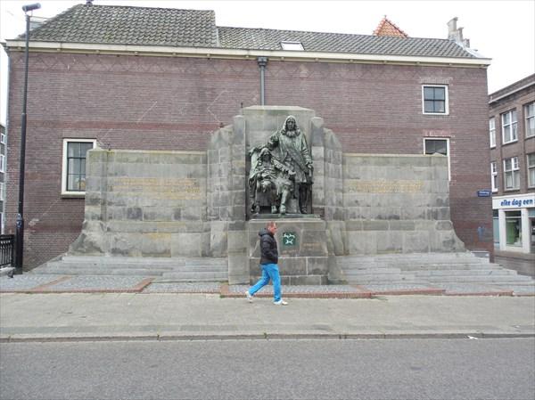 Памятник Яну и Корнелиусу де Виттам, убитым в Гааге в 1674 г