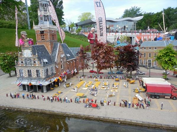 Мадюродам. сырная ярмарка в Алкмаре