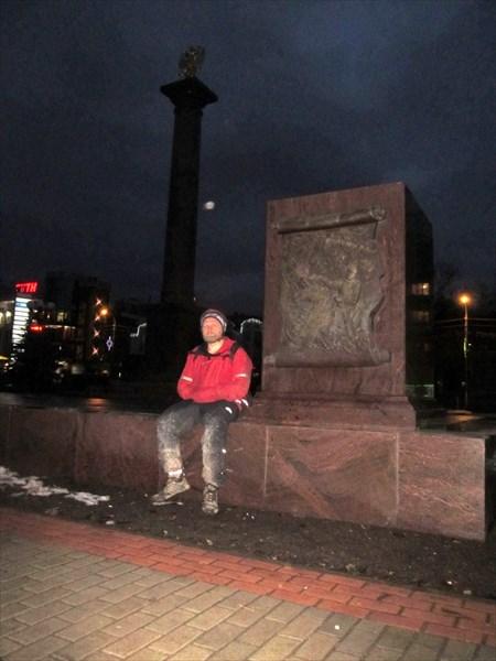 """У стелы """"Дмитров - город воинской славы"""""""