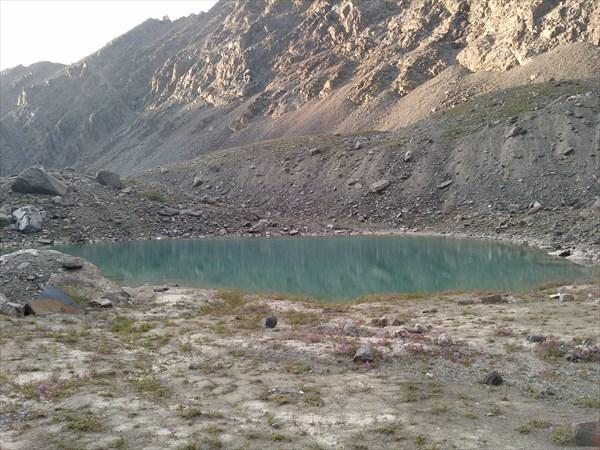 Чудесное озеро в 5 минутах ходьбы от ледника