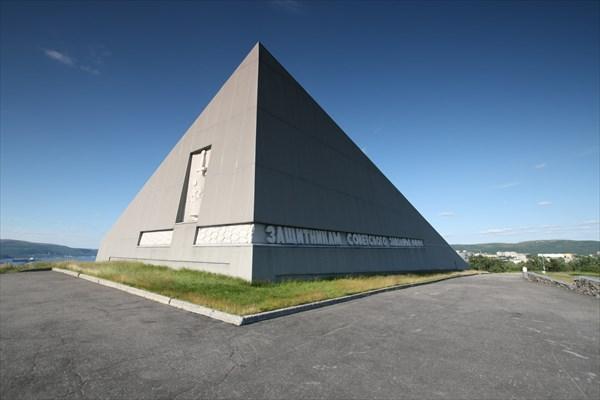 Мурманск. Памятник защитникам советского заполярья