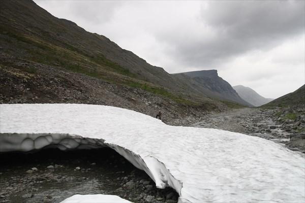 Ледник на дороге на Куэльпорр