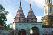 Въезд в Ризоположенский монастырь