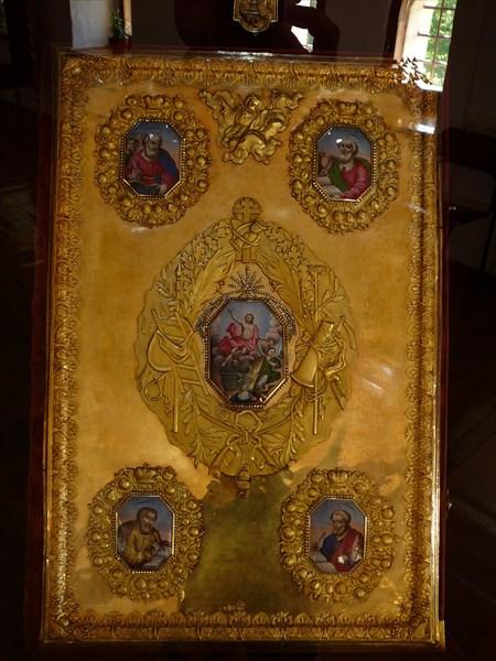 В музее ростовской финифти