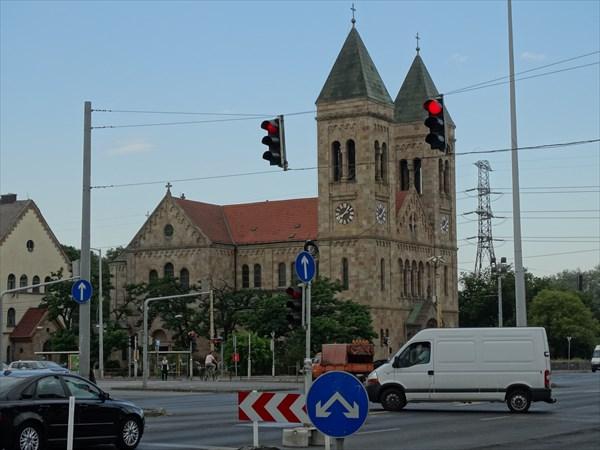 Собор у дороги