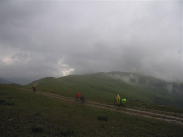 Ужум первый, высота около 2300м.. Дождь, облака..