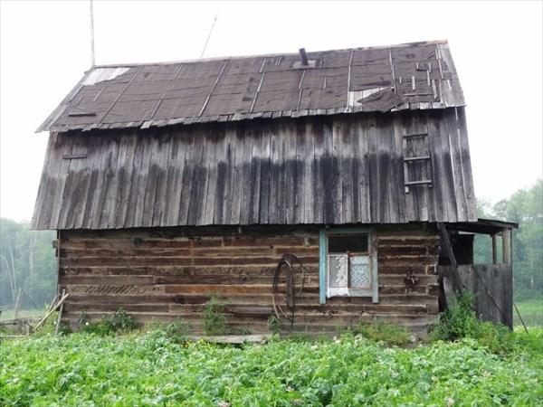 Дом на болоте, раньше было фермерское хозяйство.