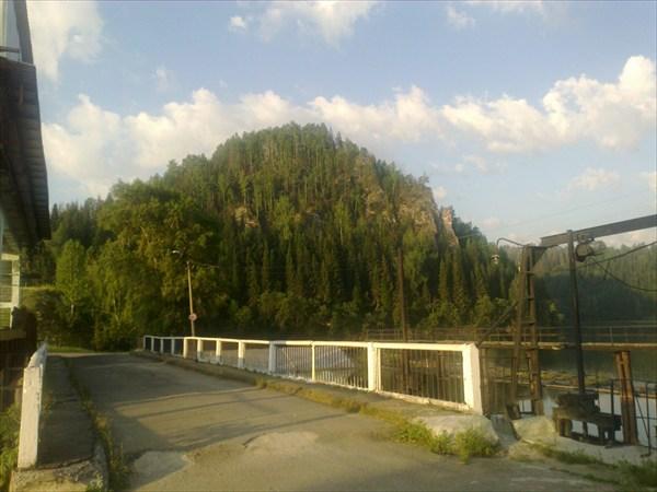 На плотине