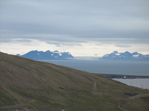 Горы на другой стороне Исфьорда