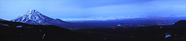 Панорама на поток вечером