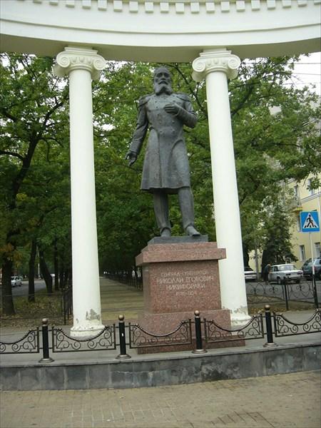 Памятник Н,Е Никифораки