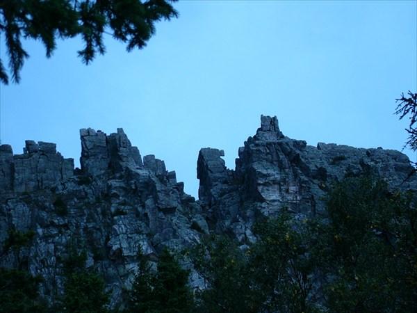 на фото: Скалы Урала