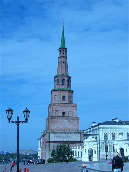 наклонная башня в кремле Казани
