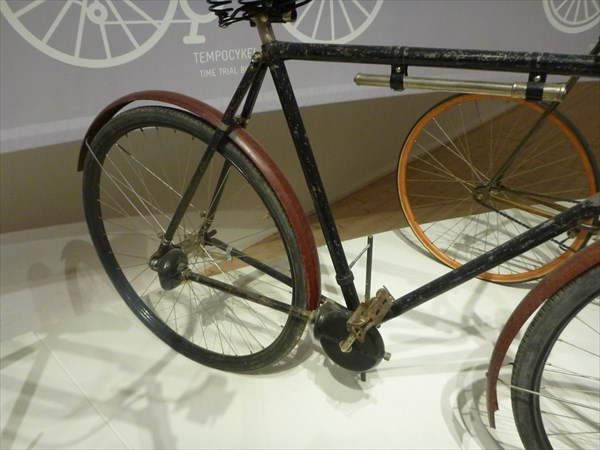 Велосипед, вместо цепи кардан.