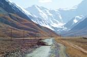 Дорога подымается на плато. Памирский тракт