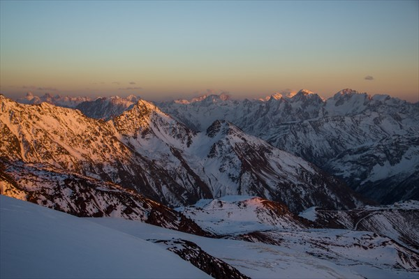 Кавказские горы на закате.. Вид на Обсерваторию