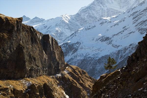 Вид из ущелья Гара-Баши на Чегет.